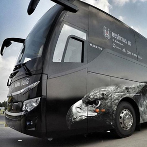 Beşiktaş otobüsüne taşlı saldırıya soruşturma