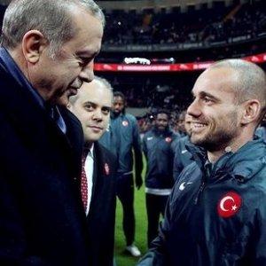 Sneijder Erdoğan sorusuna böyle cevap verdi !