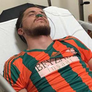Futbolcuyu masör kurtardı